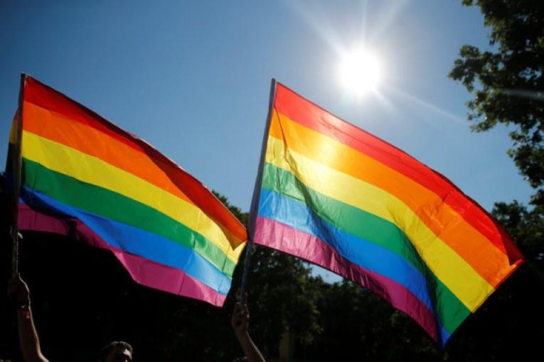 """Parlamento aprova mudança """"histórica"""" para jovens transsexuais"""